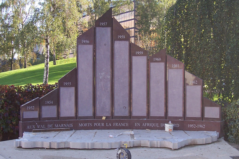 Monument aux morts engranit Val de Marne (94)